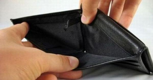 Ai mare grija la aceste 7 obiceiuri proaste care îți aduc sărăcia la ușă