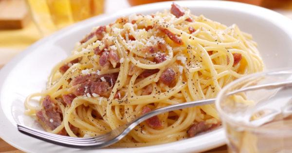 Reteta originala pentru Spaghetti alla Carbonara – usor de preparat mai ales in zilele in care nu ai chef sa murdaresti toata bucataria