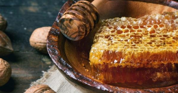 Invata cum sa deosebesti mierea naturala de cea produsa chimic