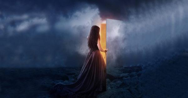 O femeie care se iubeste mai intai pe ea, o femeie care stie cat valoreaza si cat merita. O femeie care nu se va multumi cu putin nici in viata si nici in dragoste.