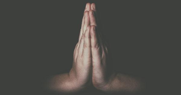 Atunci cand vedem pe cineva ca se uita urat la noi, trebuie sa spunem in gand o rugaciune
