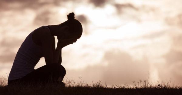 Pierderea unei persoane apropiate te afectează psihic dar și fizic. Iată cum poți trece mai ușor peste acest moment delicat