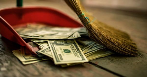 7 greșeli obișnuite care duc la sărăcie și ghinion