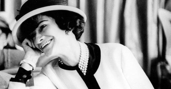 """7 secrete de frumusețe ale legendarei Coco Chanel. """"Când ne pasă de frumusețe, trebuie să începem cu inima și sufletul, altfel niciun produs cosmetic nu va ajuta."""""""