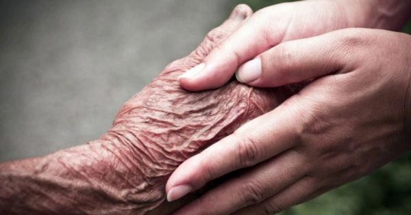 Părinții noștri nu mor: o scrisoare de suflet către oricine și-a pierdut părinții