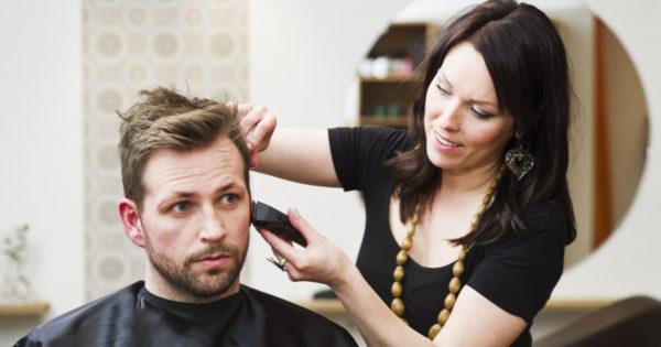 De ce nu ar trebui o soție să tundă părul soțului ei