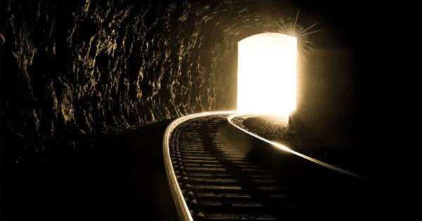 Uneori, lumina de la capătul tunelului este de la un tren care se apropie. 15 gânduri de trezire de la Larry Winget