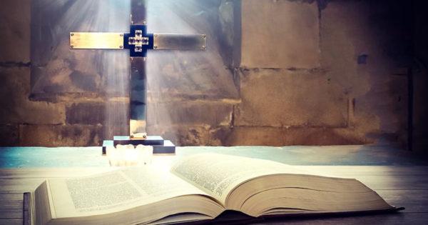 """10 fapte biblice, care sunt altfel decât le știm noi – """"1. Nicăieri nu este scris că Eva a mâncat din fructul oprit"""""""